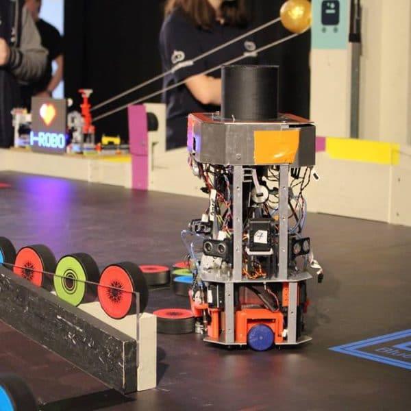 Robot sur table de jeu