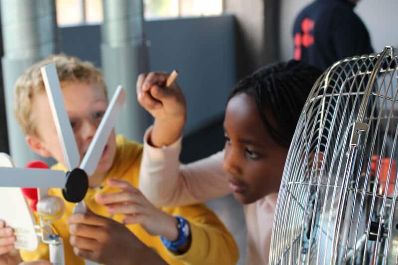 Atelier de fabrication d'éolienne avec des primaires