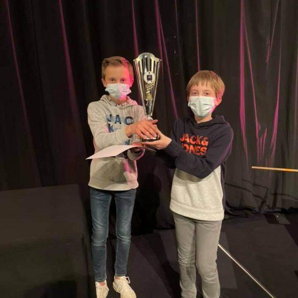 Vice champion de la coupe de Belgique de Robotix's avec leur trophée.