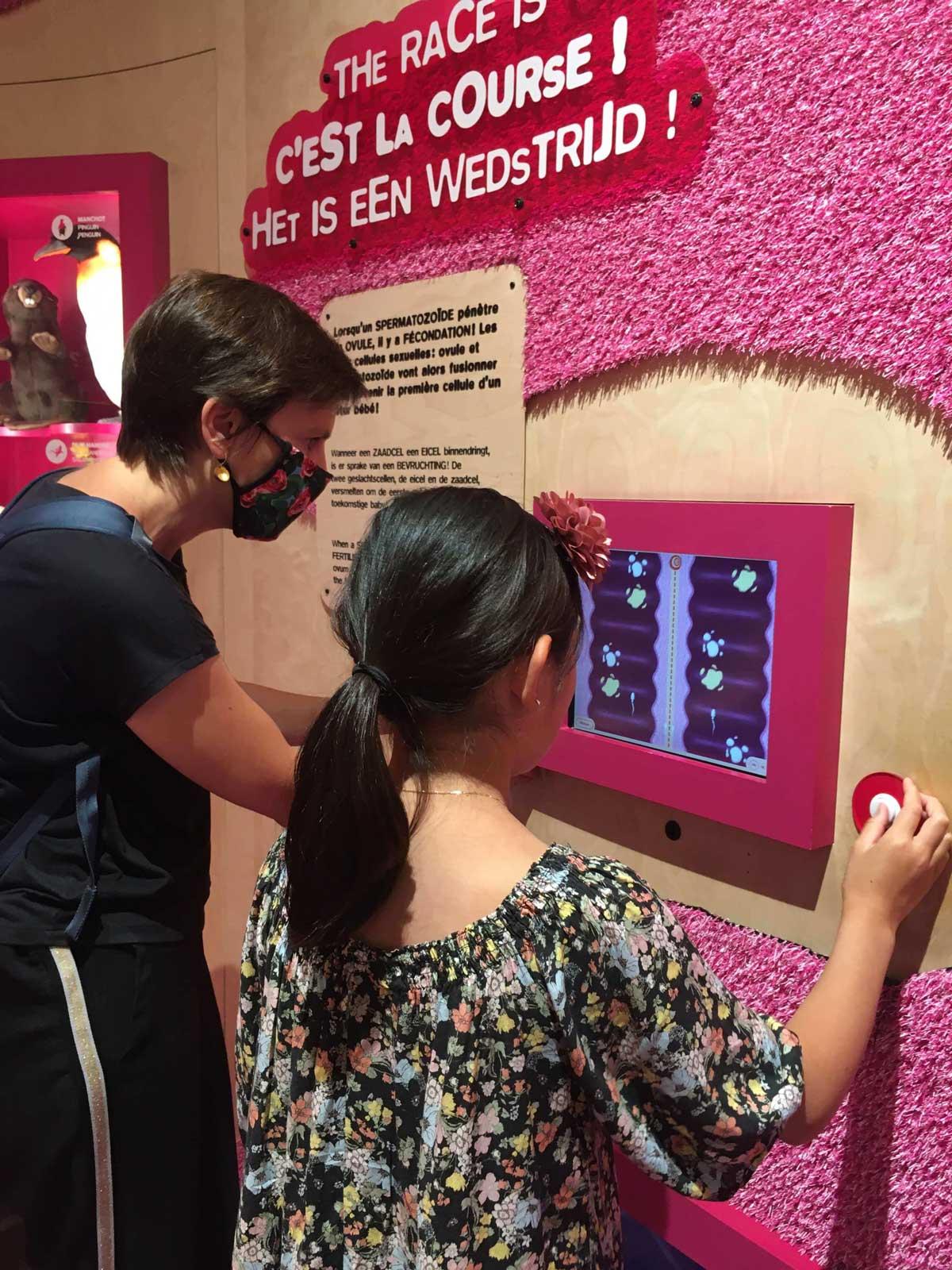 Jeux vidéo course des spermatozoïdes dans l'expo Corps