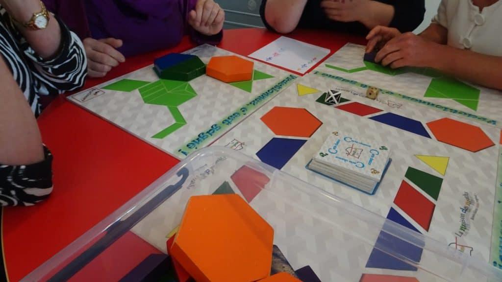 enfants dans un atelier avec des fractions