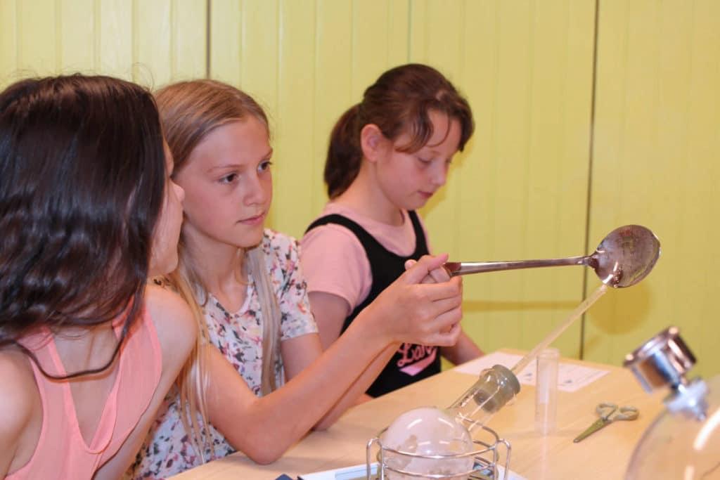 Activité météo avec 3 jeunes filles