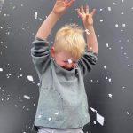 Enfant dans la bulle tempête des neiges
